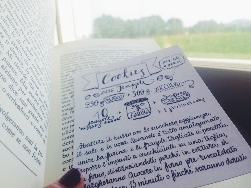 Leggo L'amante di Marguerite Duras, in treno. Mentre fuori dal finestrino c'è la Romagna dentro il libro c'è la Saigon degli anni '30.