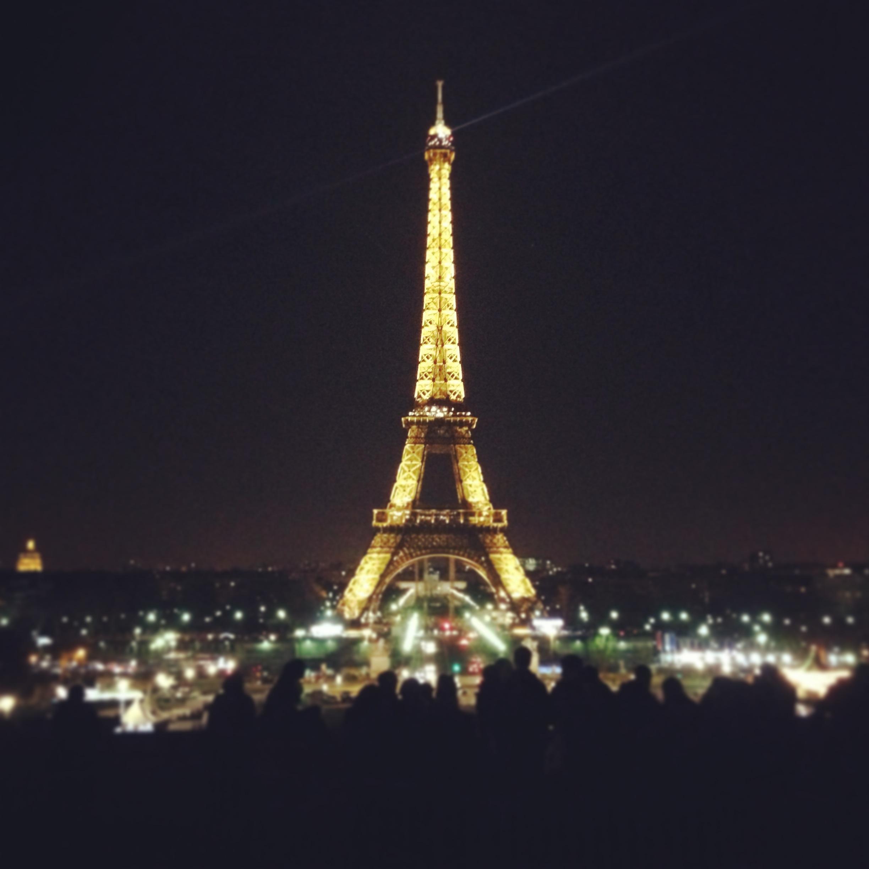 tour eiffel brilla di notte