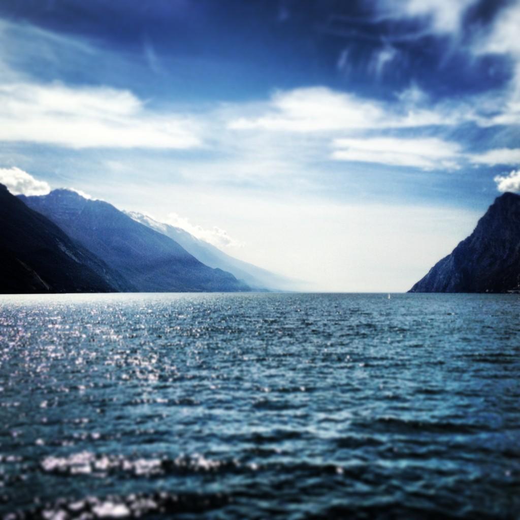 vista lago di garda tra riva del garda e torbole