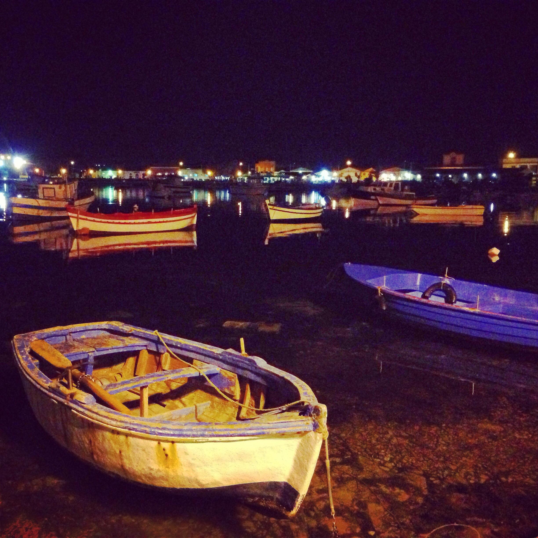 porto marzamemi di sera, sicilia