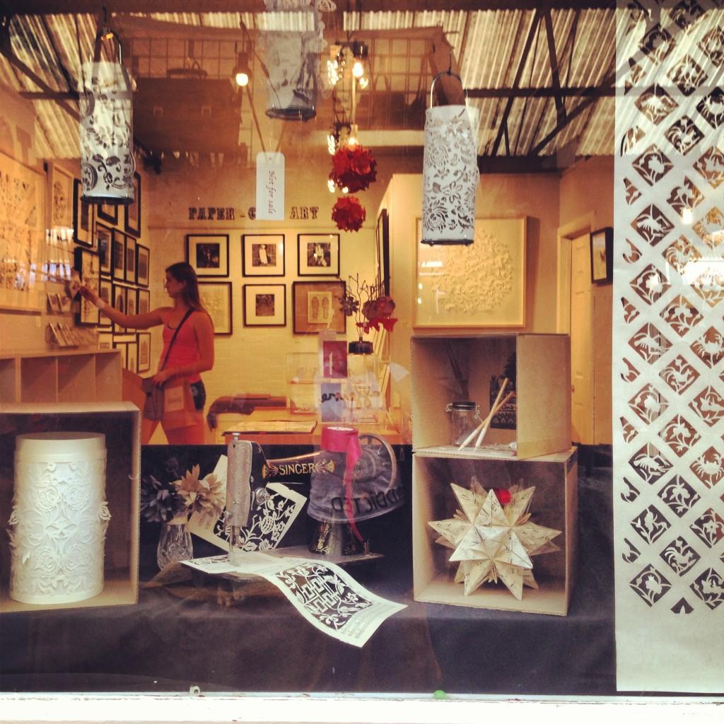 negozietto opere d'arte con la carta, greenwich market