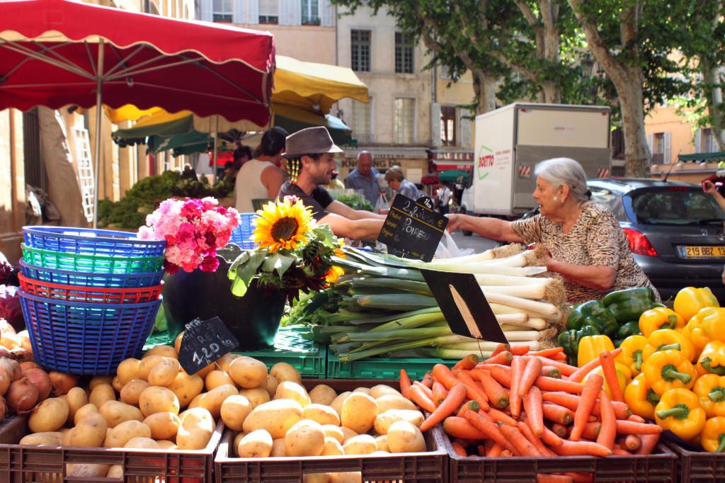 I colori del mercato nella piazza centrale di Aix