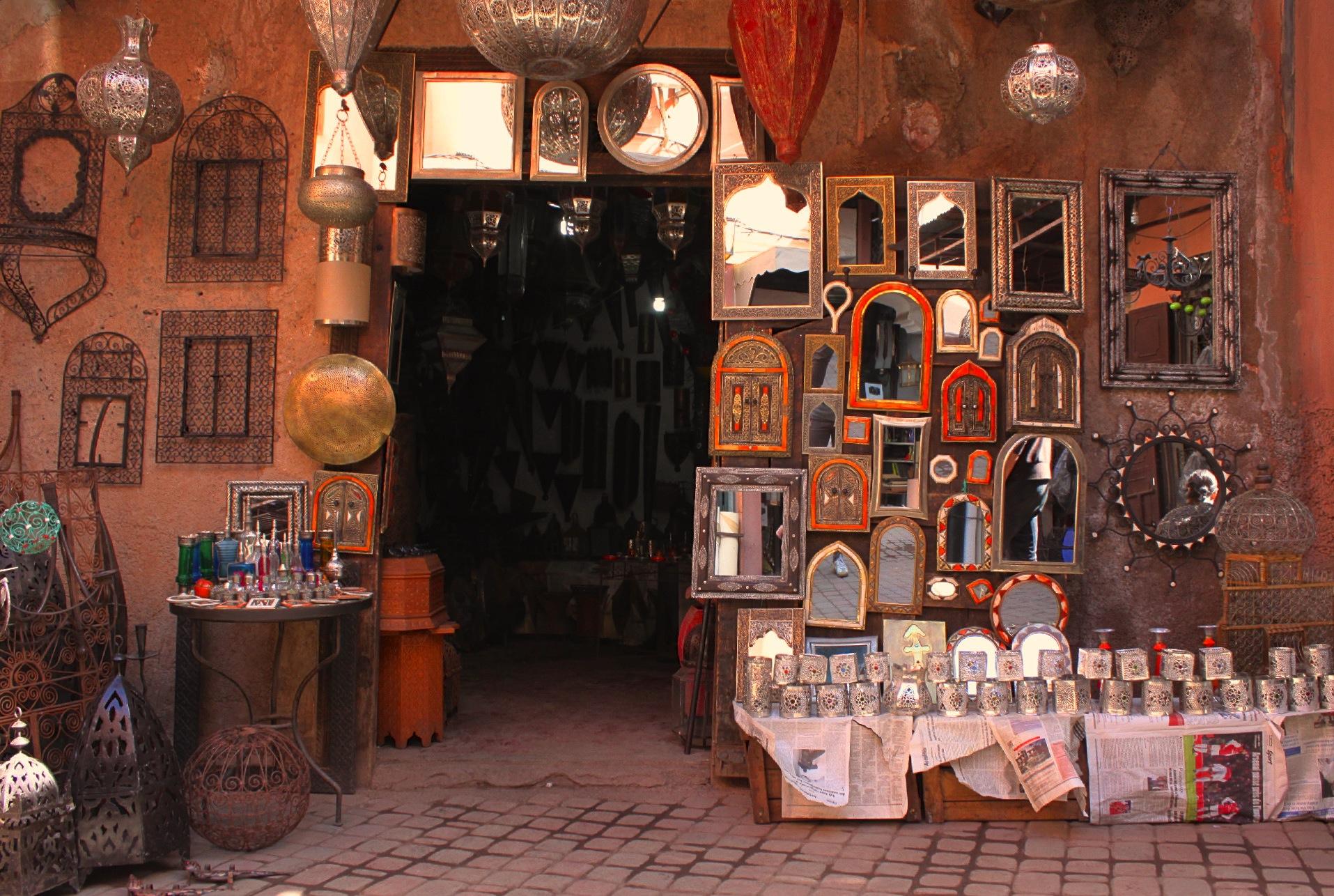 È pieno di specchi il souk di Marrakech