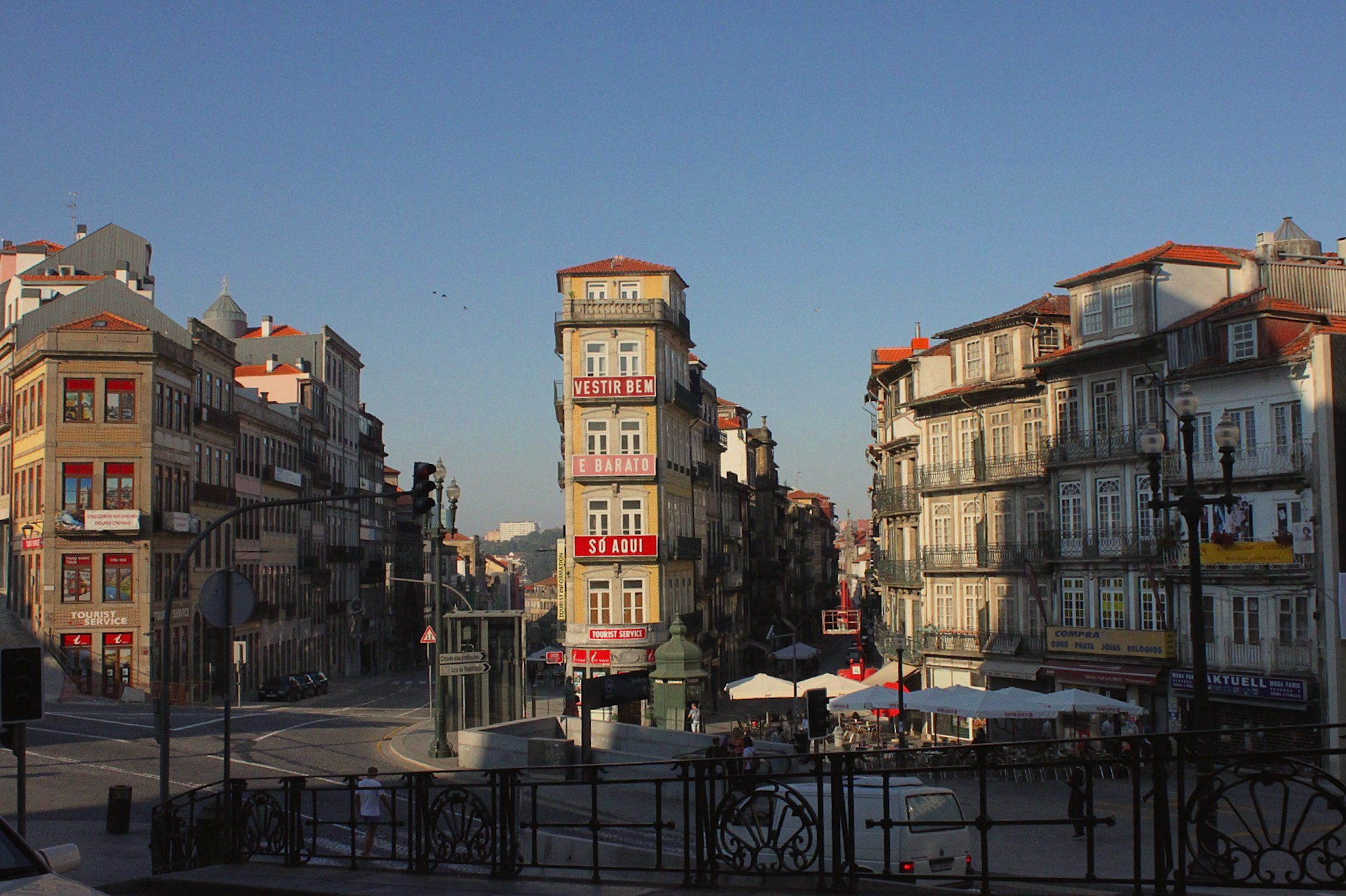 Usciti dalla stazione, la prima cosa che ho visto di Porto