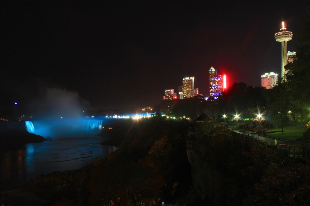 cascate del niagara di notte4