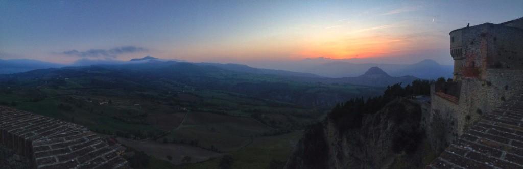 il tramonto dalla rocca di san leo