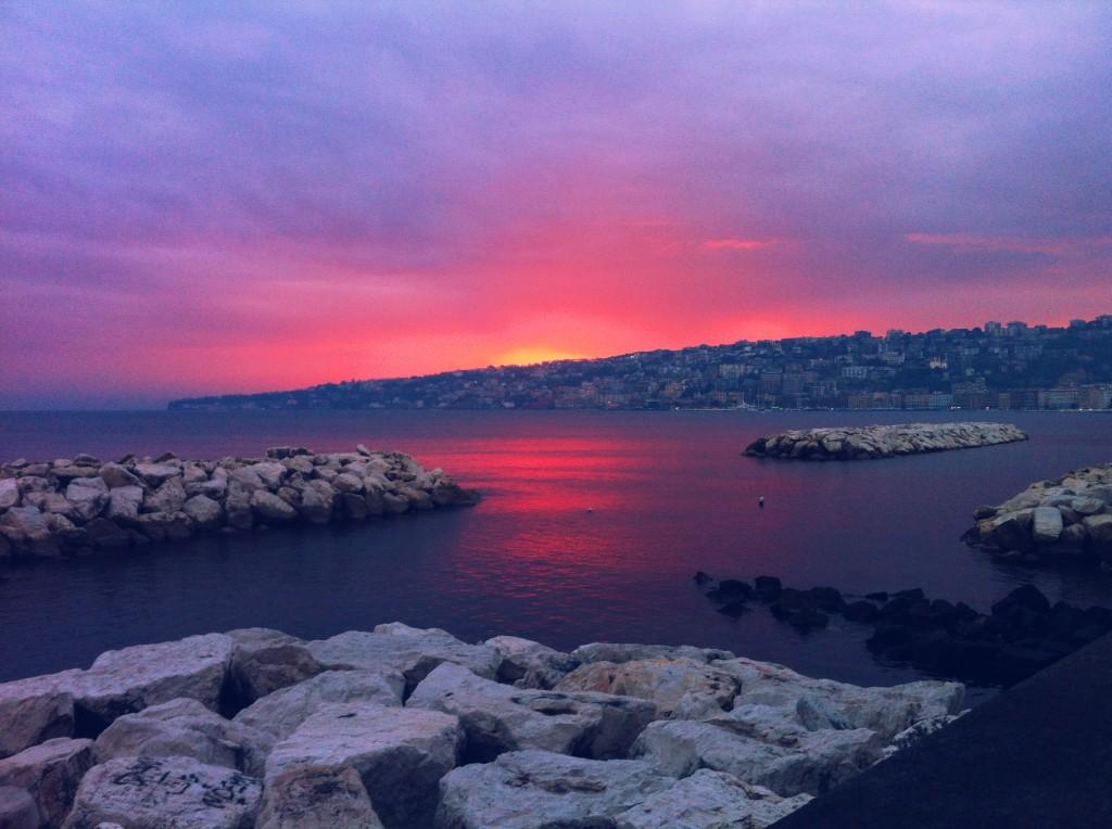 tramonto sul golfo di napoli