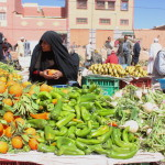 Il mercato di Erfoud, i suoi colori e i burqa neri