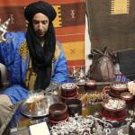 Ouazazate, mercante d'argento e tè alla menta