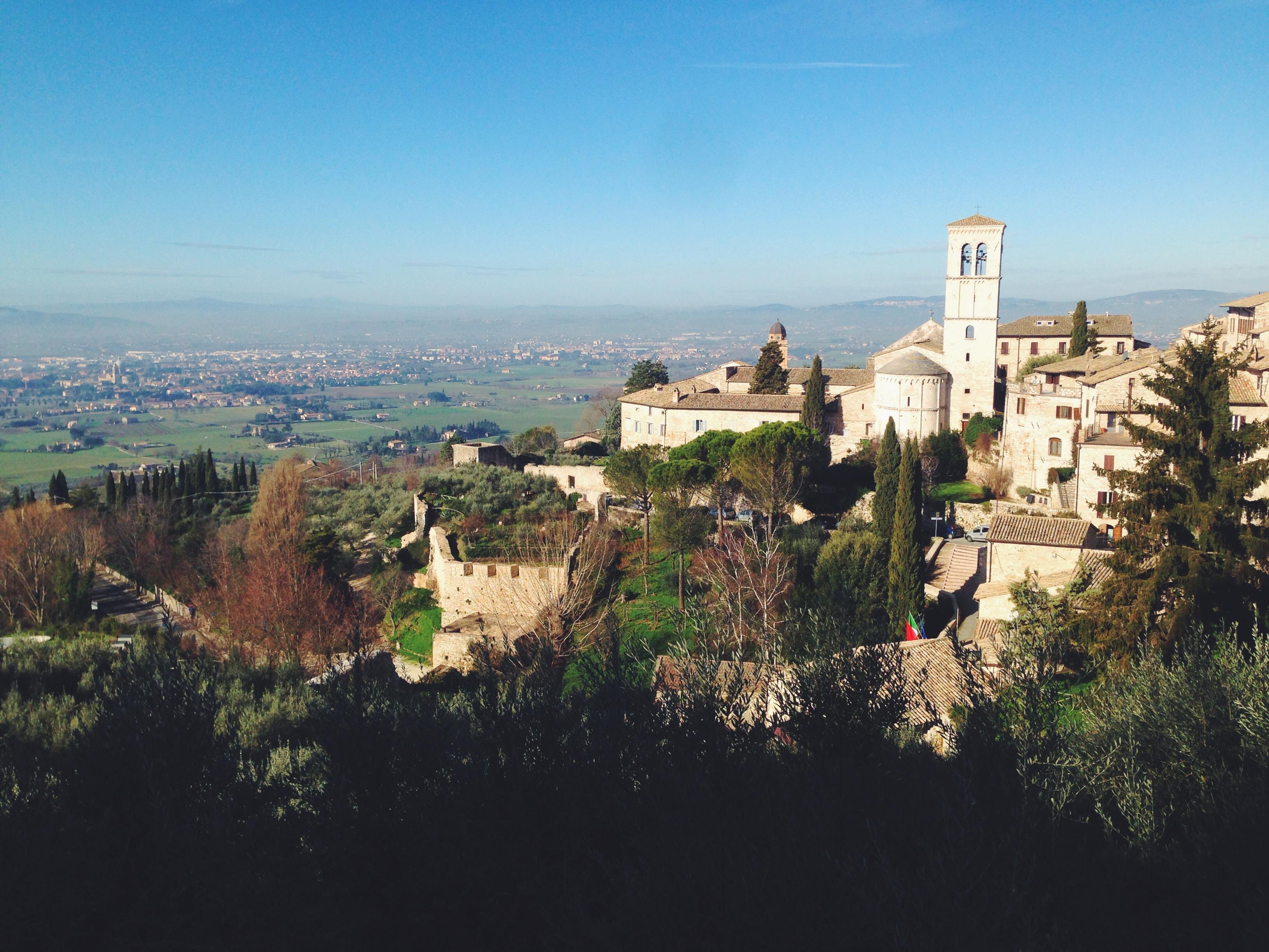 Assisi che brilla col sole