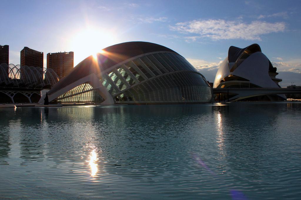 La  Ciudad de las Artes y las Ciencias al tramonto