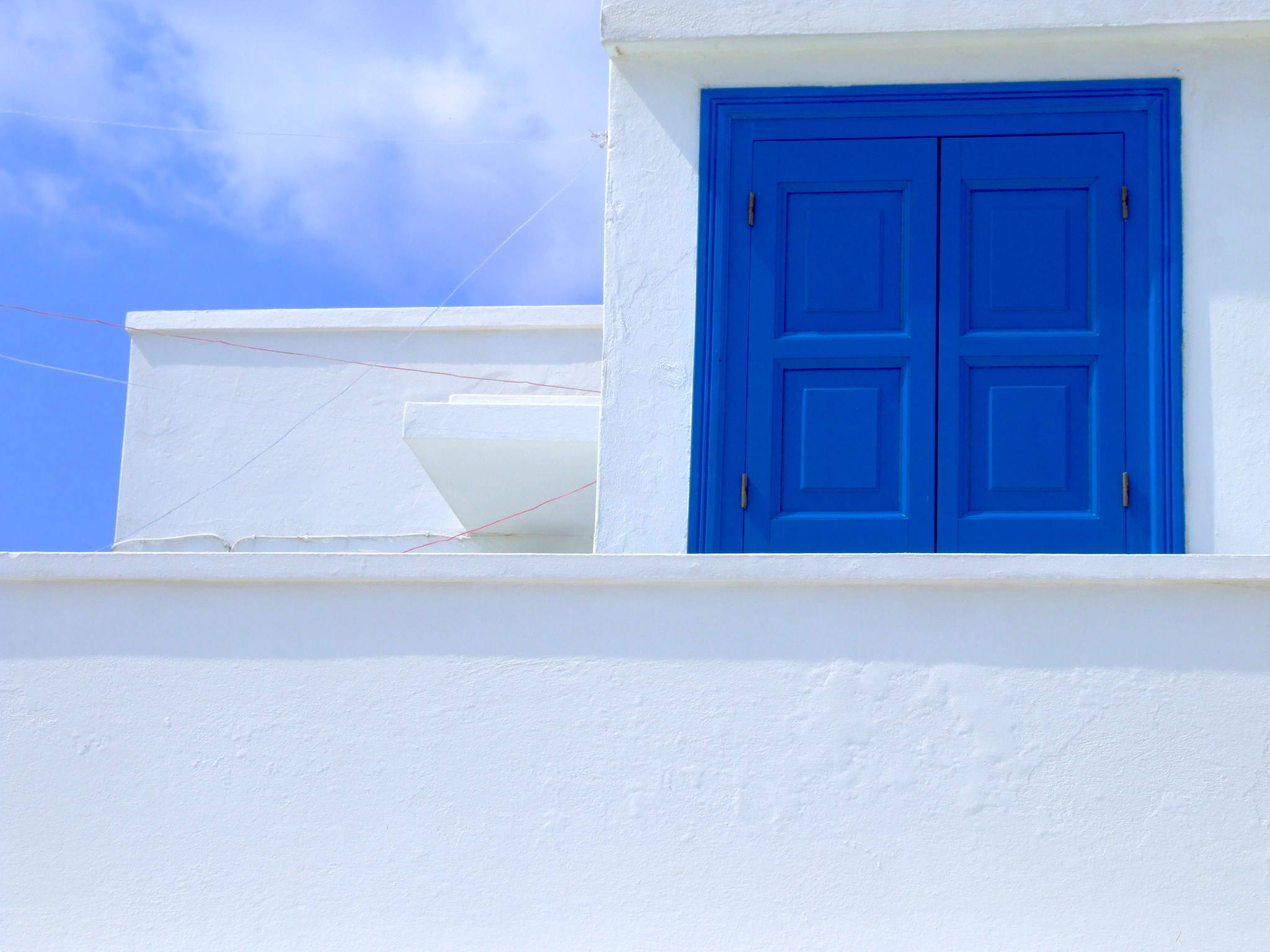 Bianco, azzurro e blu, a perdita d'occhio, dal mare ai particolari