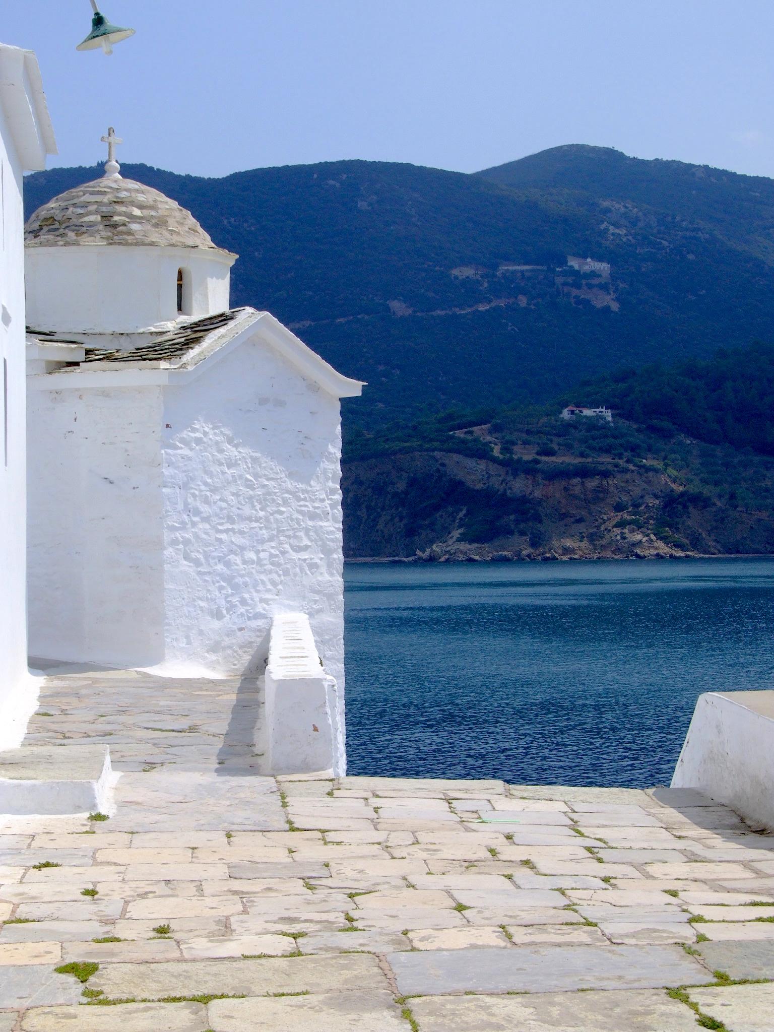 Chiesette greche a strapiombo sul mare