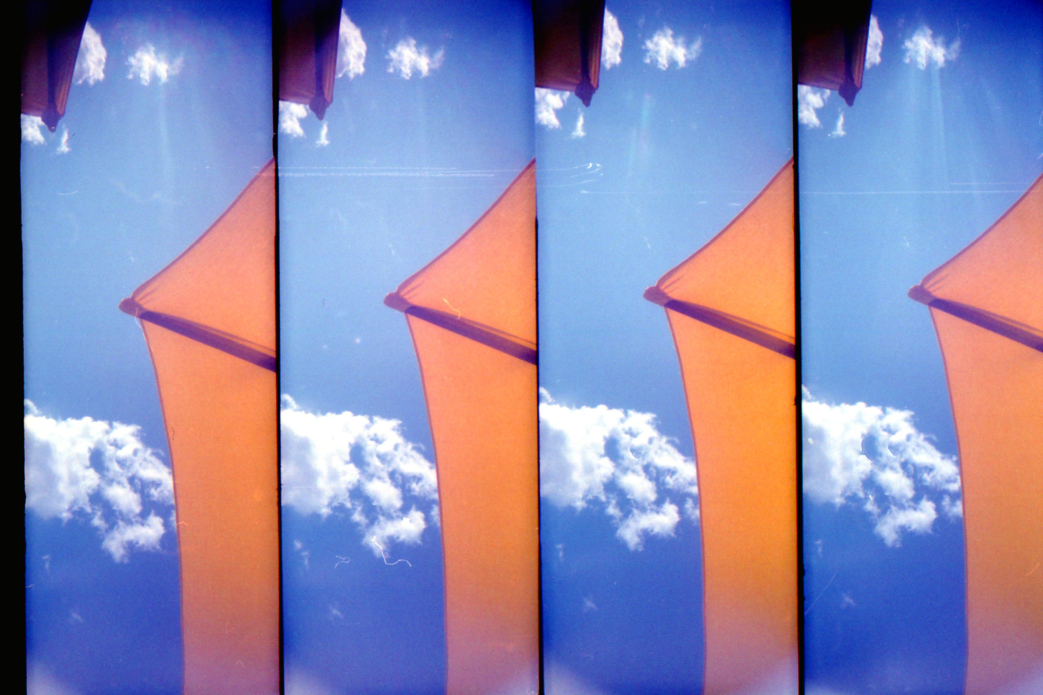 Il cielo di Cesenatico da sotto l'ombrellone