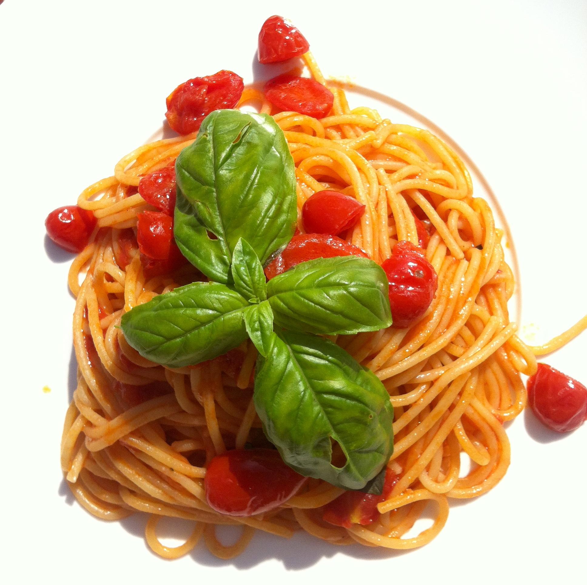 Gli spaghetti ai pomodorini freschi e basilico del Bagno Ferrara, un must di ogni estate