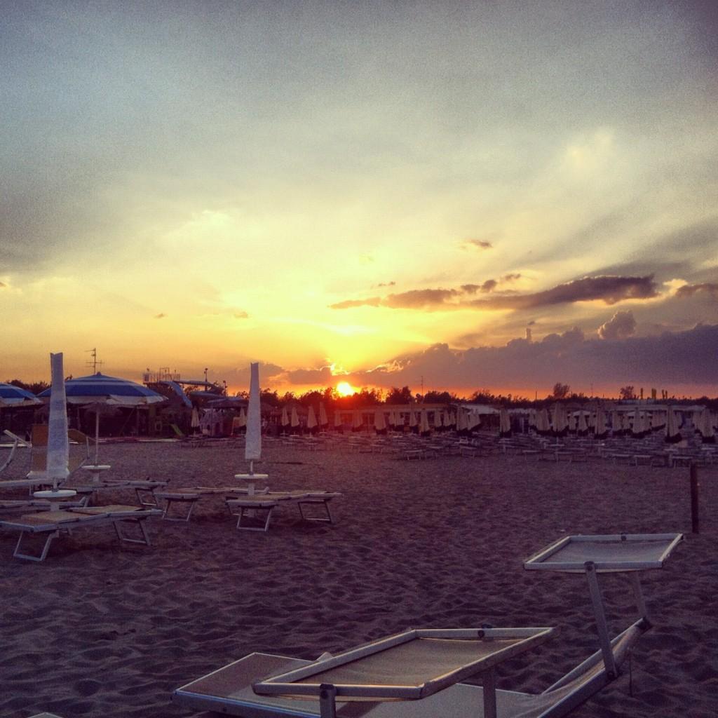 La spiaggia, al tramonto, quando non c'è più nessuno e fa quasi freschino