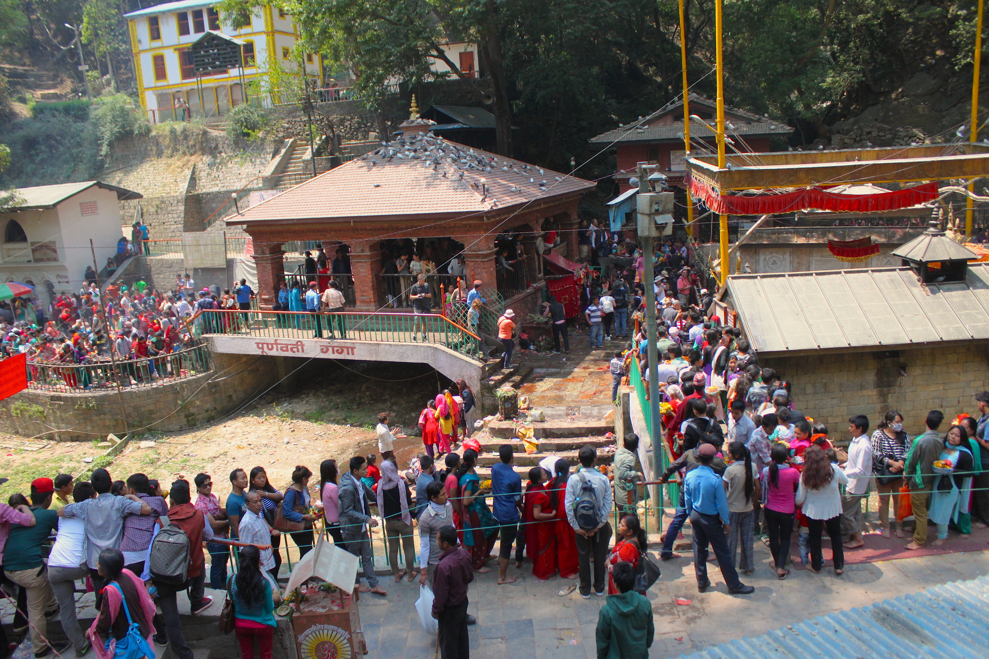 La fila per arrivare al Tempio Dakshinkali a Kathmandu in Nepal