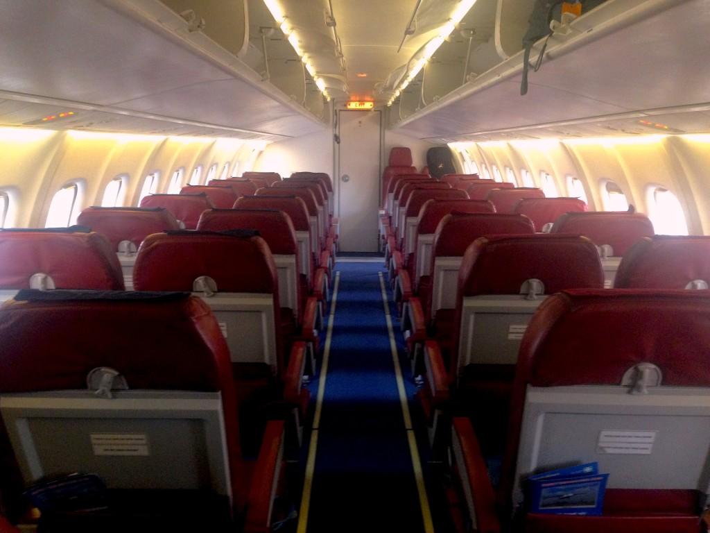 L'interno dell'aereo per volare sull'himalaya