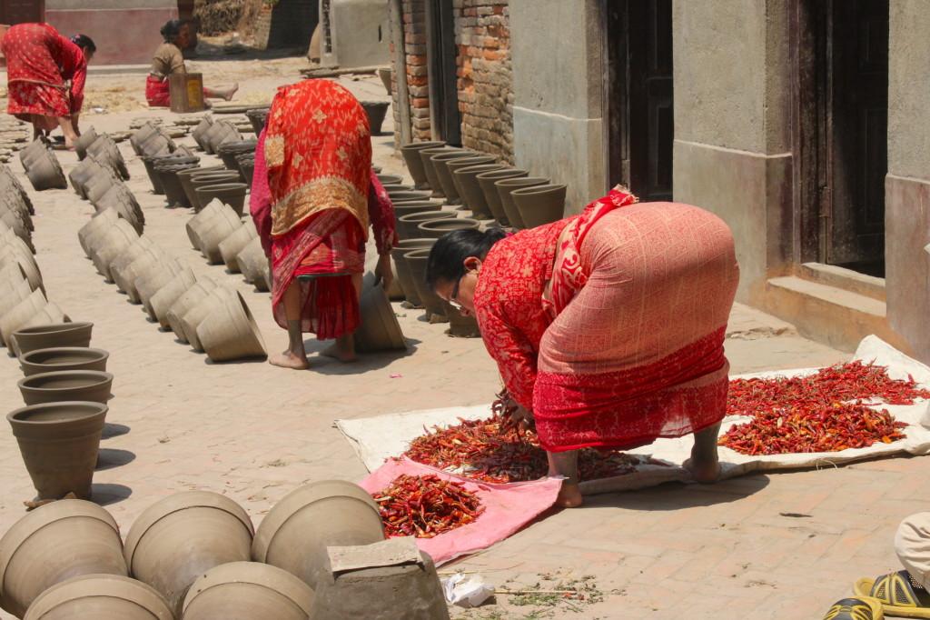 in nepal lavorano solo le donne