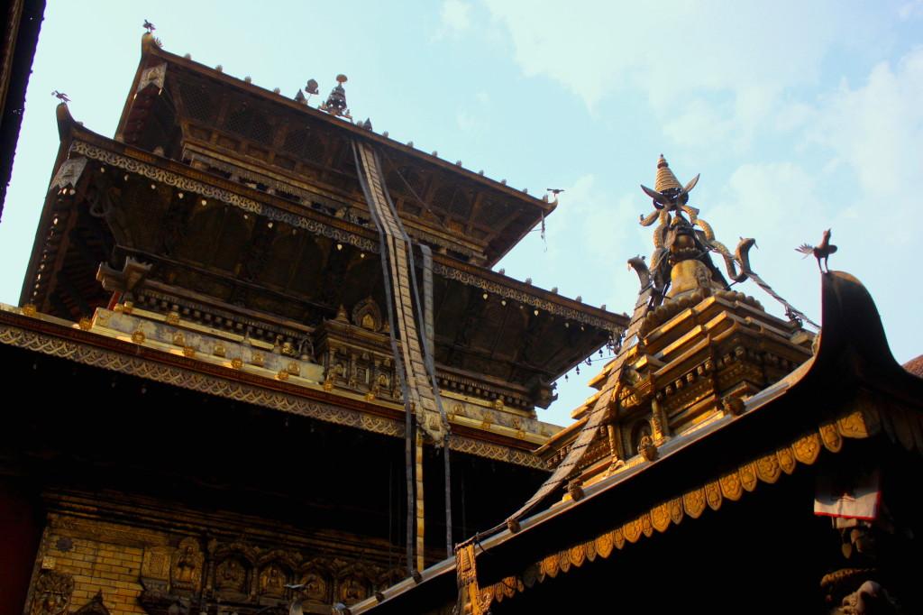 Il Tempio d'oro Hiranya Varna Mahavihar (o dei topi), uno dei più spettacolari del Nepal
