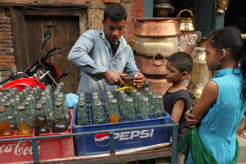 Bevande fresche e colorate sui carretti traballanti