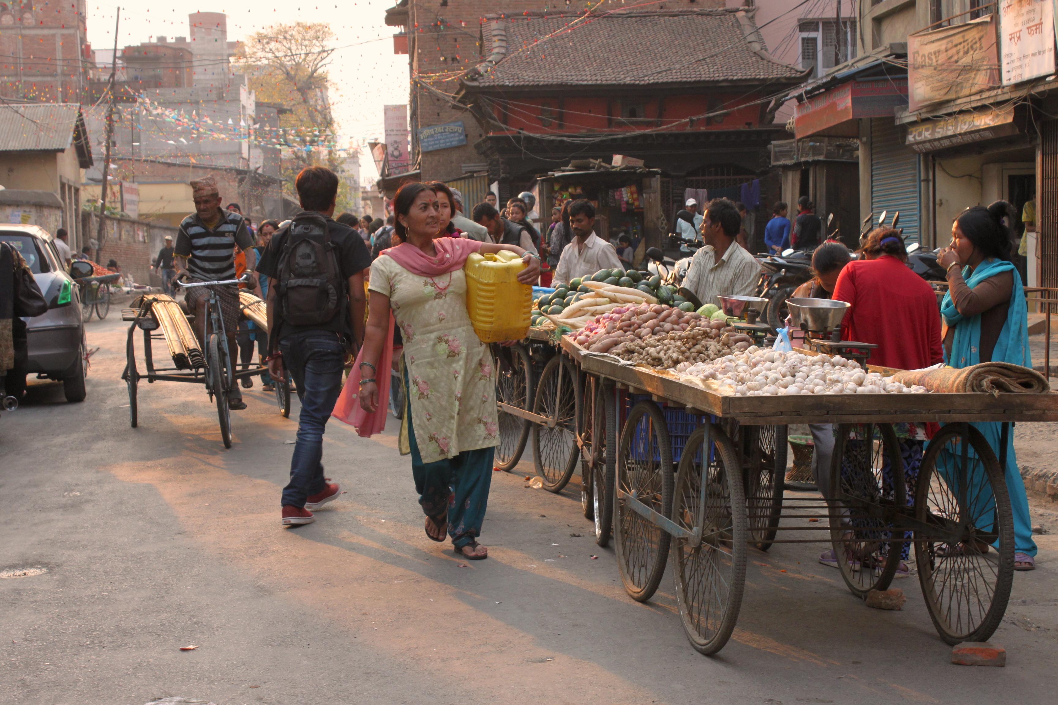 La vita quotidiana in Nepal ha la luce dei film