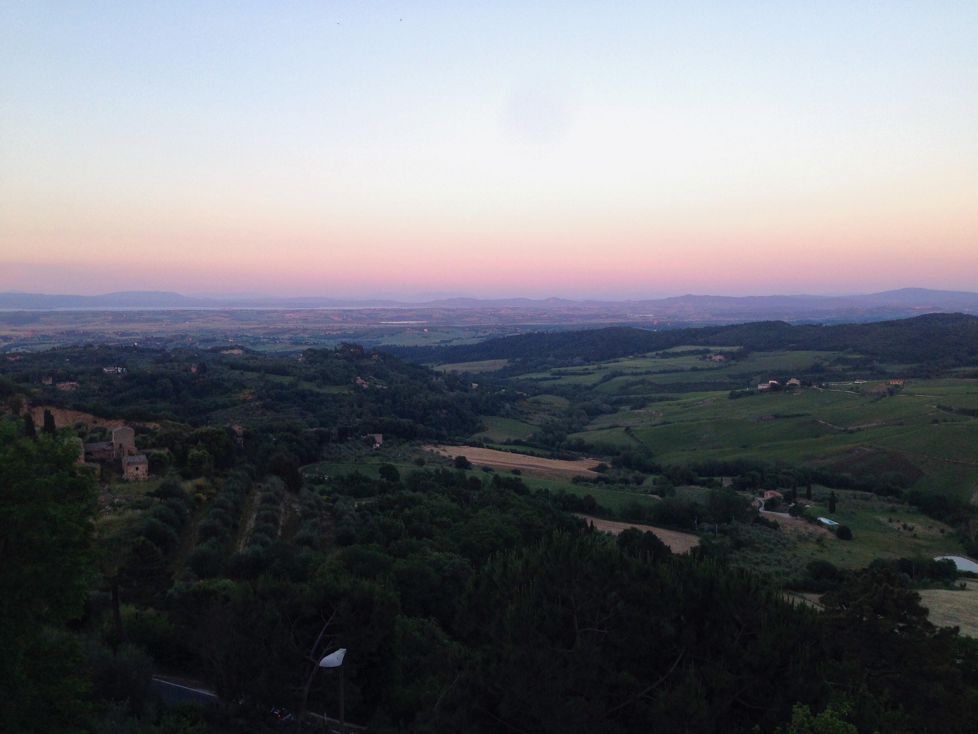 il tramonto da Montepulciano sui colli toscani