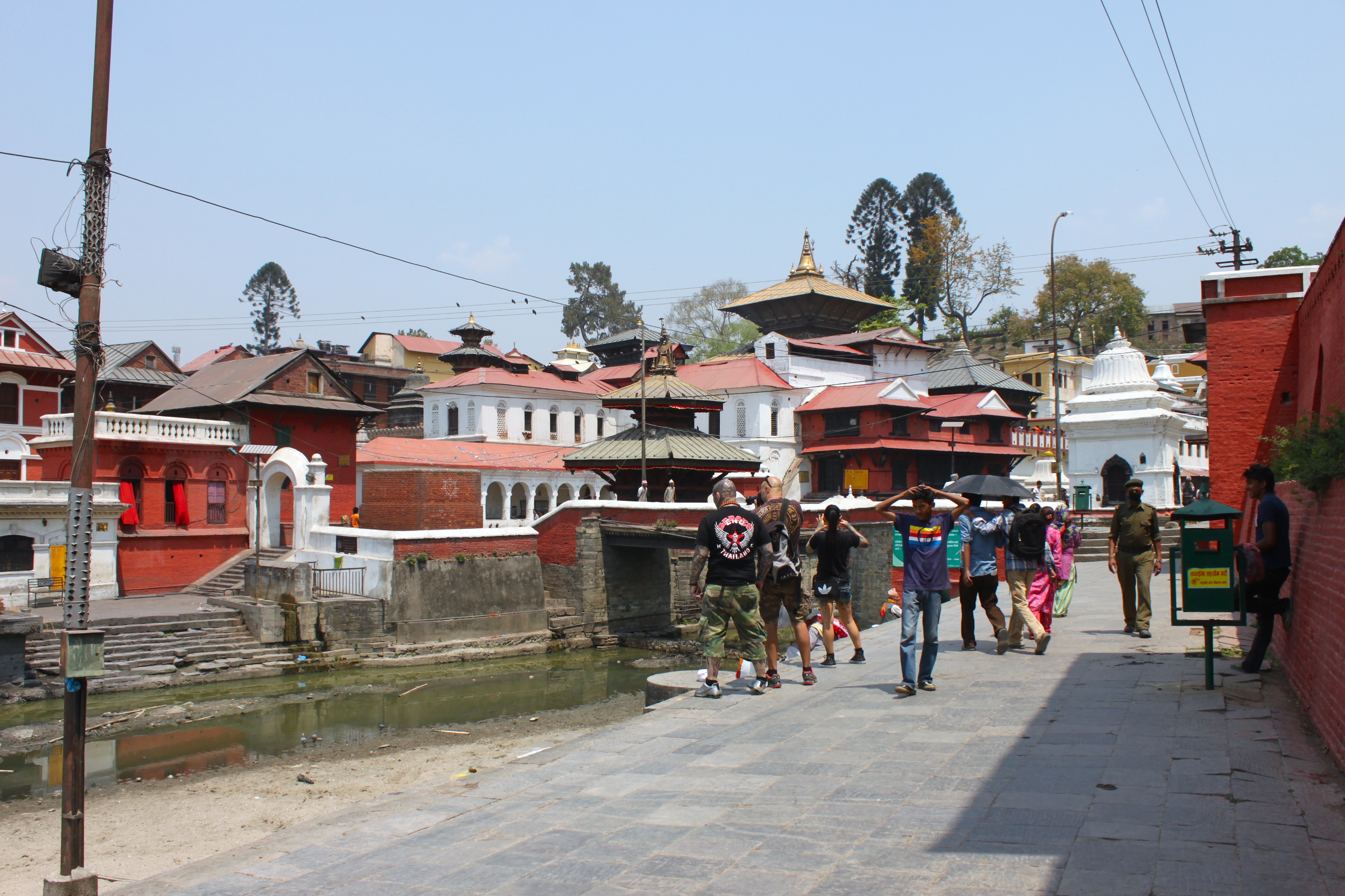 tempio pashupatinath sul fiume bagmati