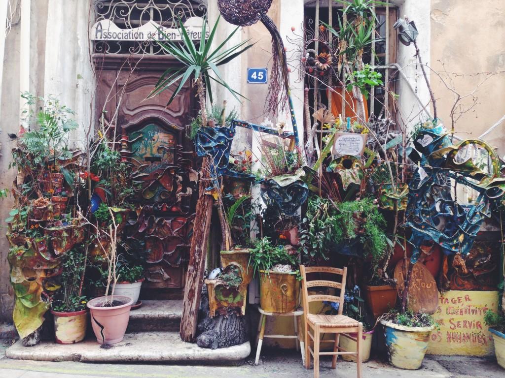 A Marsiglia ci sono alcuni angoli incomprensibili. Ma veramente irresistibili.