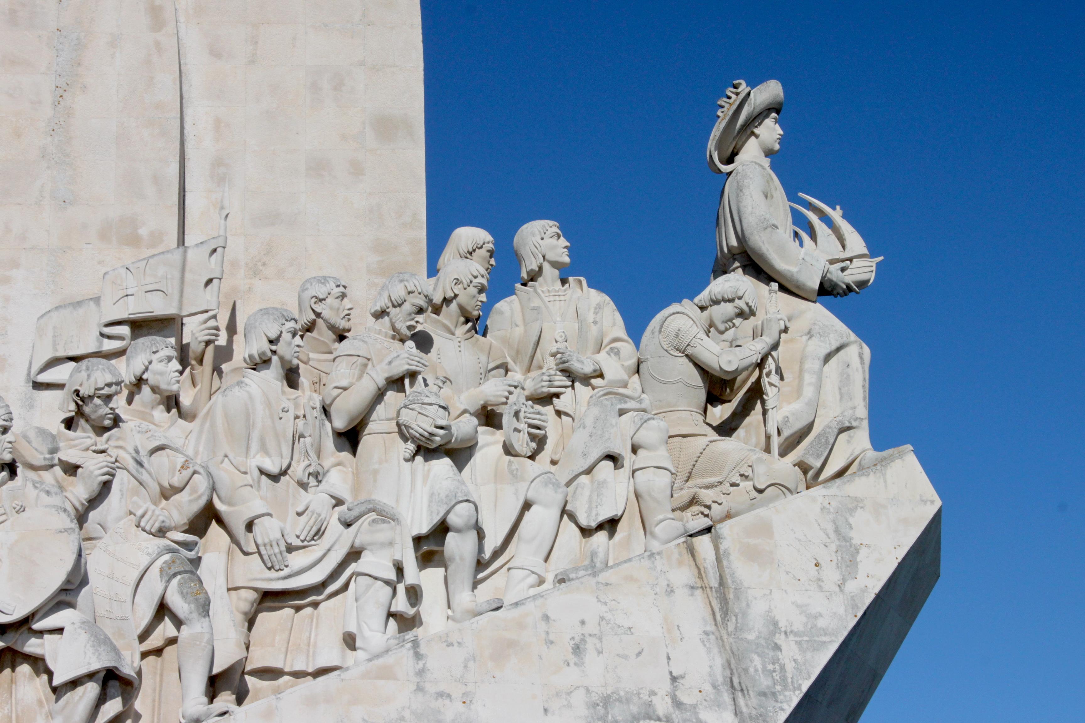 Monumento alle Scoperte (o Padrão dos Descobrimentos in portoghese) sulla riva del fiume Tago: bellissimo e sottovalutato, è un inno al viaggio, alla curiosità, alla scoperta. Viaggiatori amatelo!