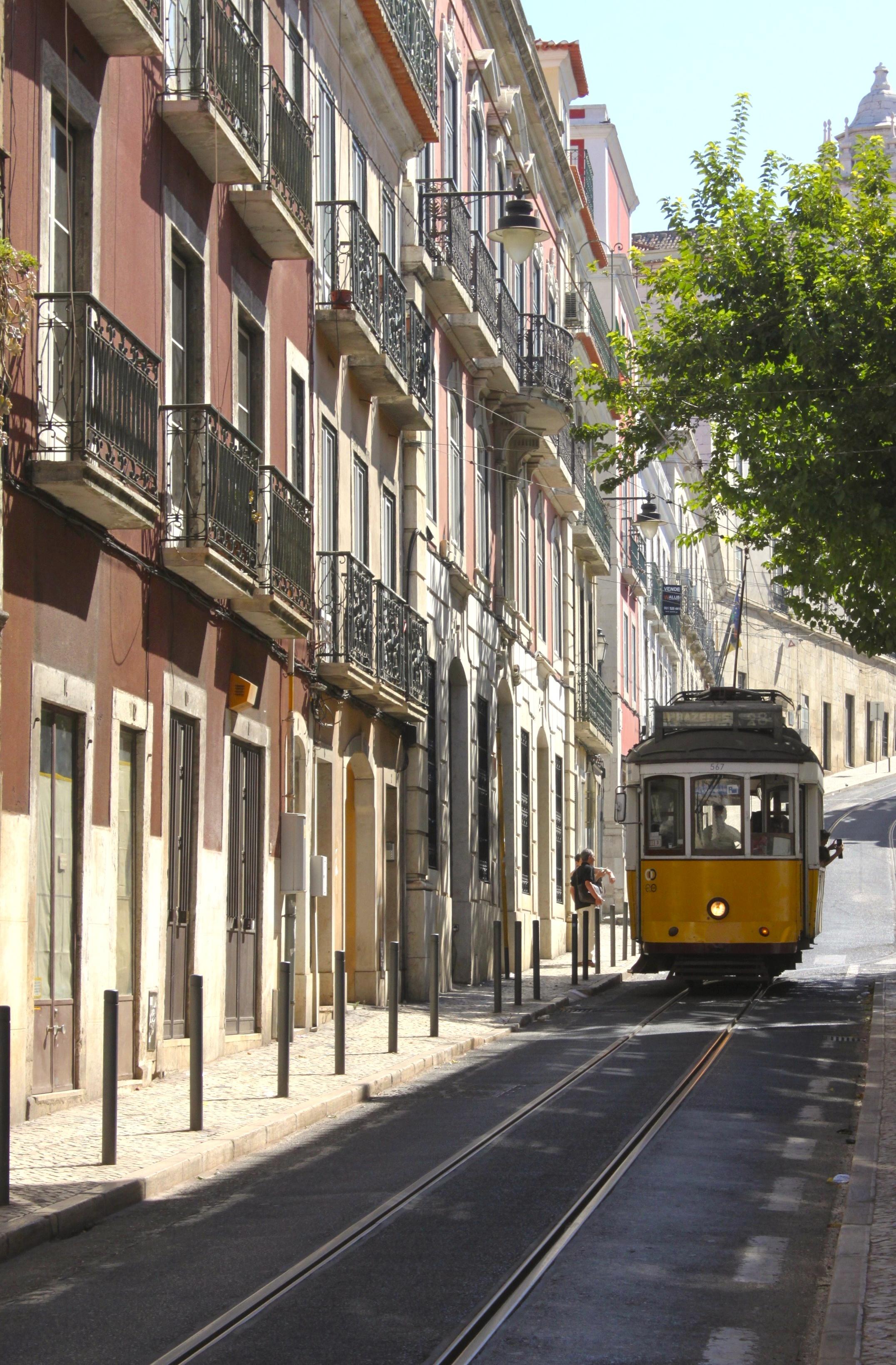 La luce di questa città è la parte più bella. E i tram non riuscivo a smettere di fotografarli.