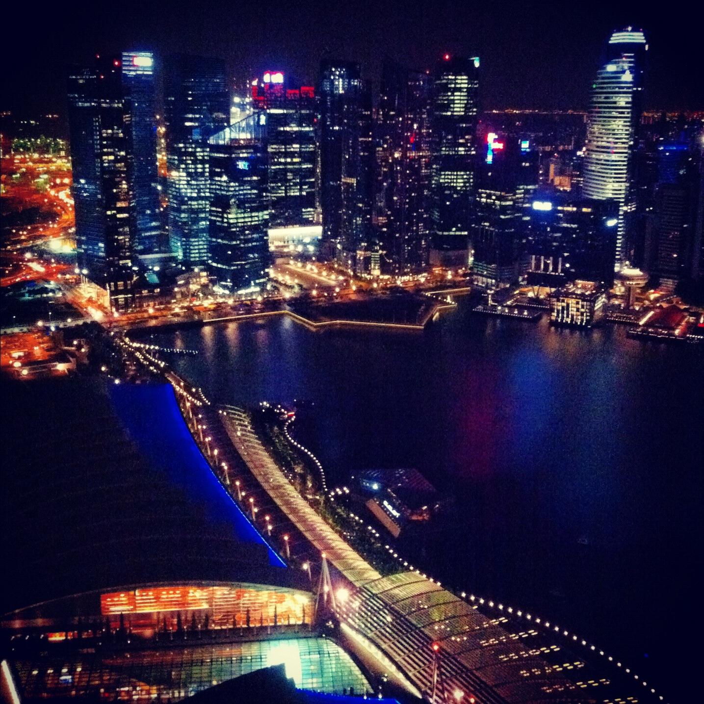 (questa è da Instagram, ma mi piace da morire) Singapore di notte, Marina Bay