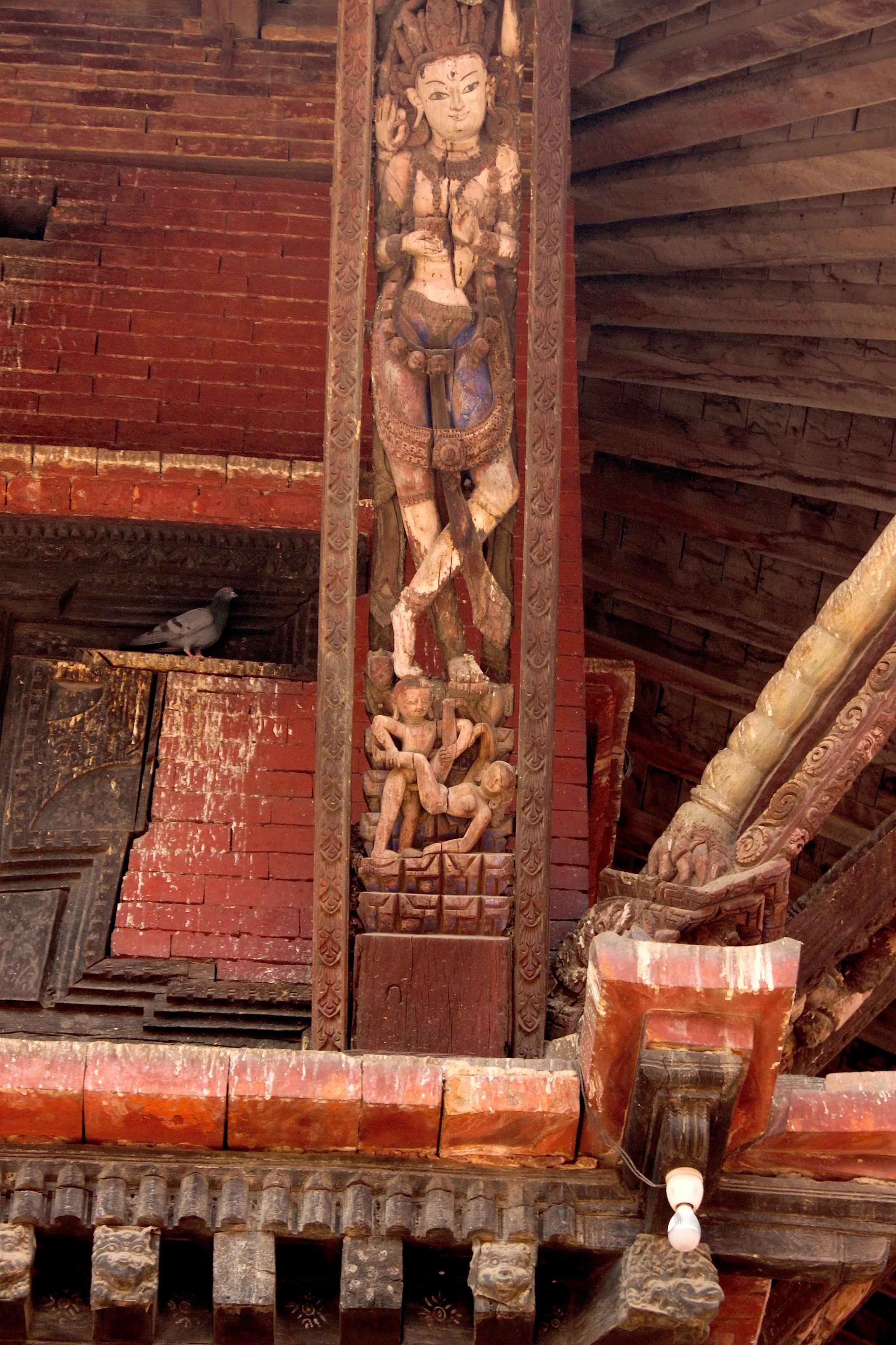 In Nepal il Kamasutra lo leggono nelle travi del templi