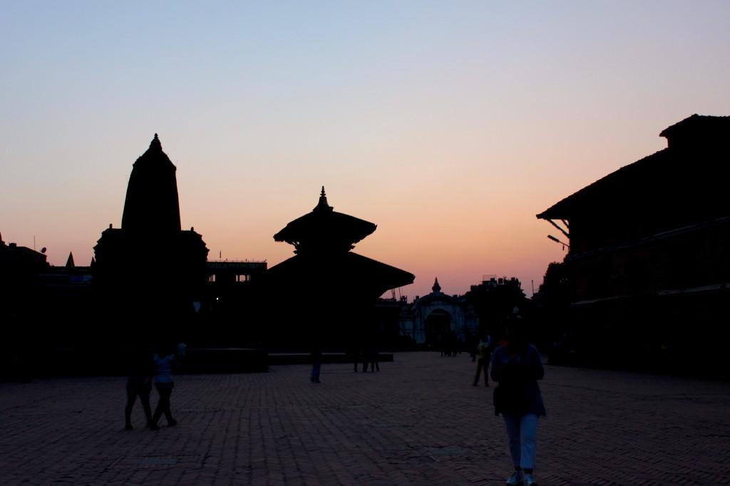 La Durbar Square di Bhaktapur al tramonto, la prima immagine che ricordo del Nepal, indelebile