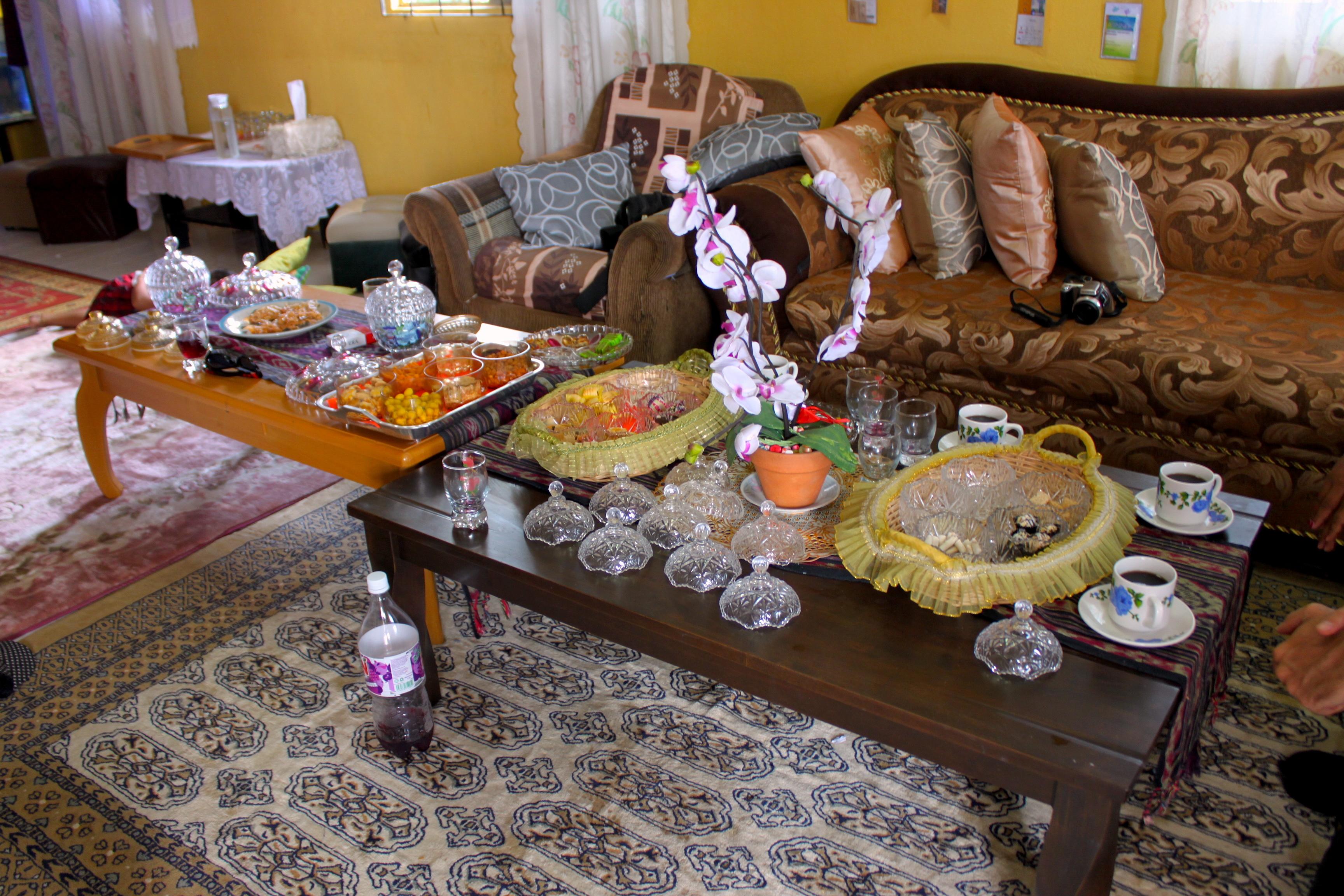 Colazione a casa di Roslan, la nostra guida