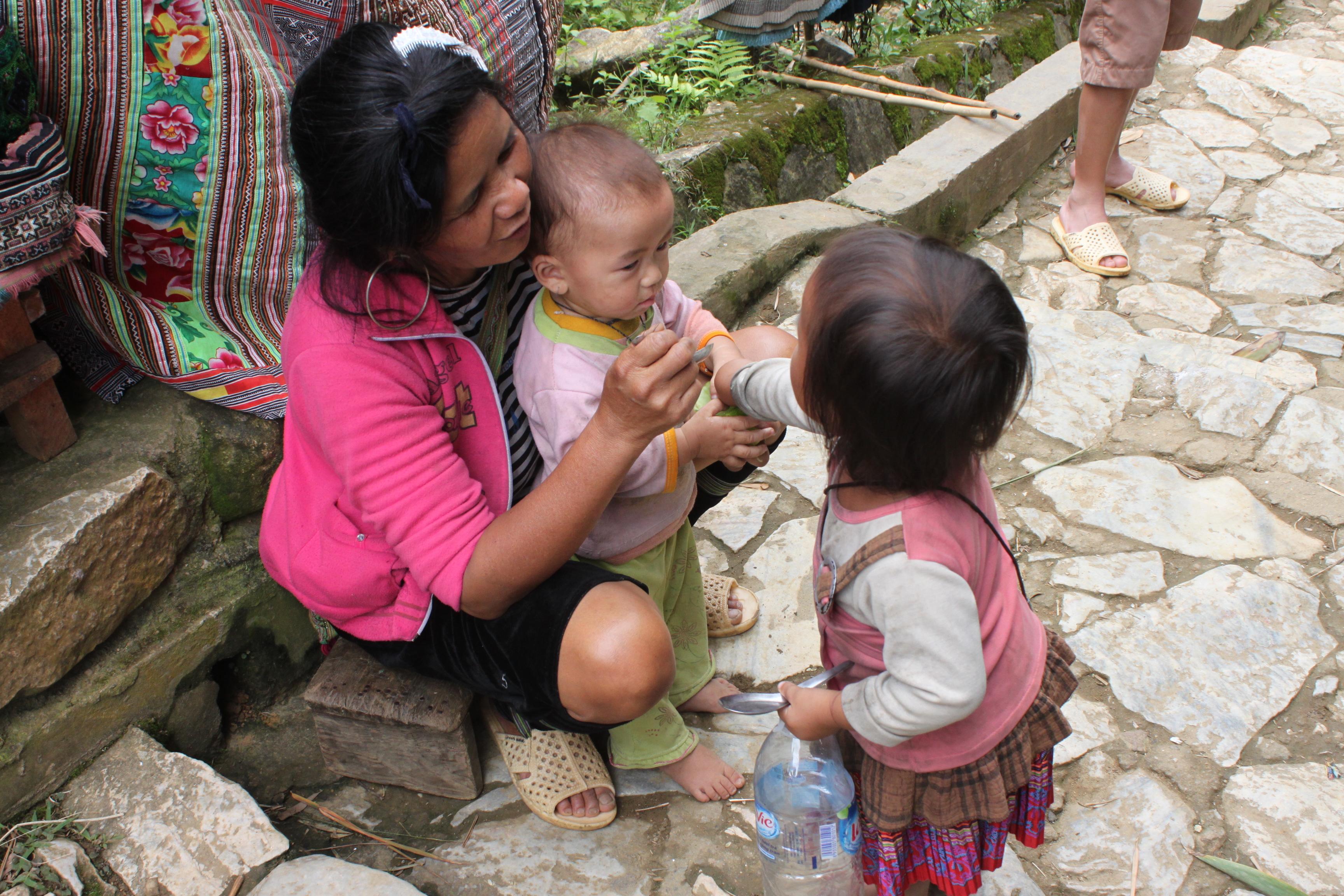 I bimbi e le mamme H'mong