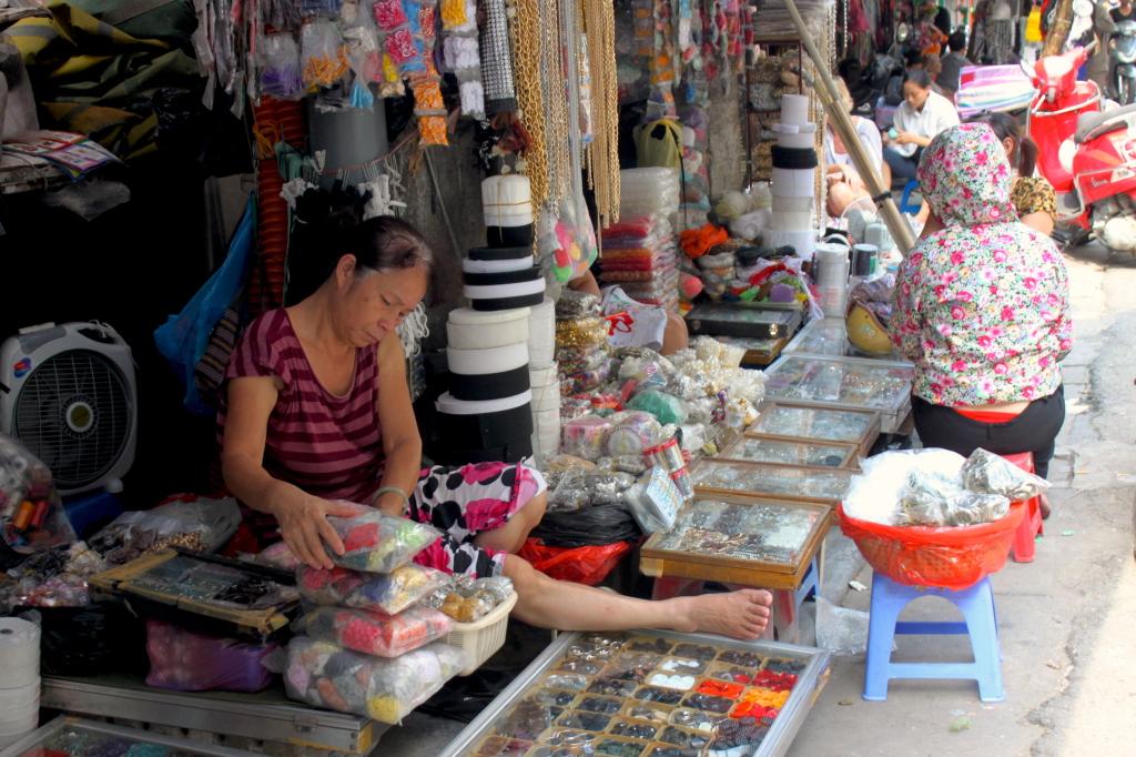 I negozi, ad Hanoi, hanno queste facce qui