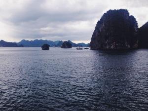 La Baia di Halong verso il tramonto
