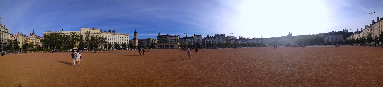 La gigantesca e magnifica Place Bellecour