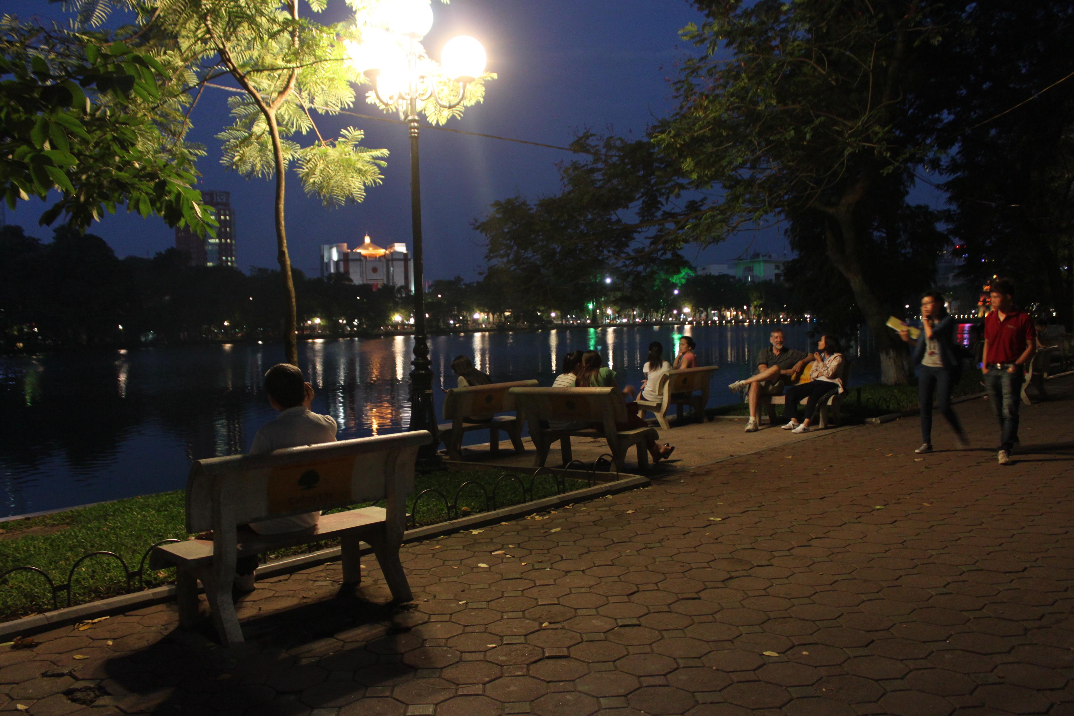 La sera sul Lago Hoan Kiem