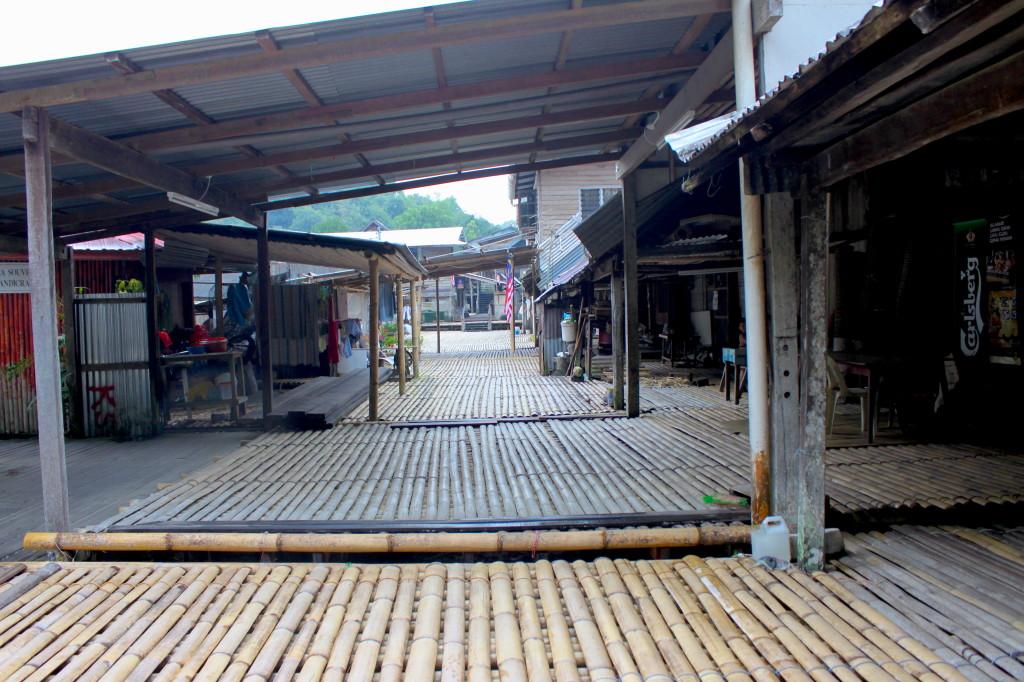 Longhouse degli Iban, un villaggio fatto di canne di bambù