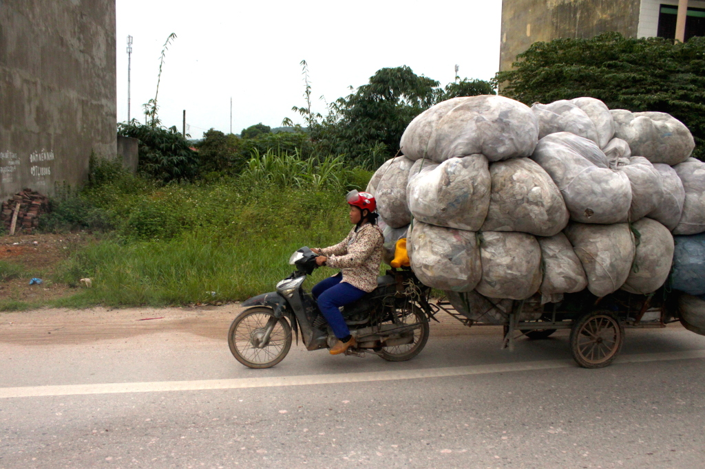 Motorini carichi in Vietnam