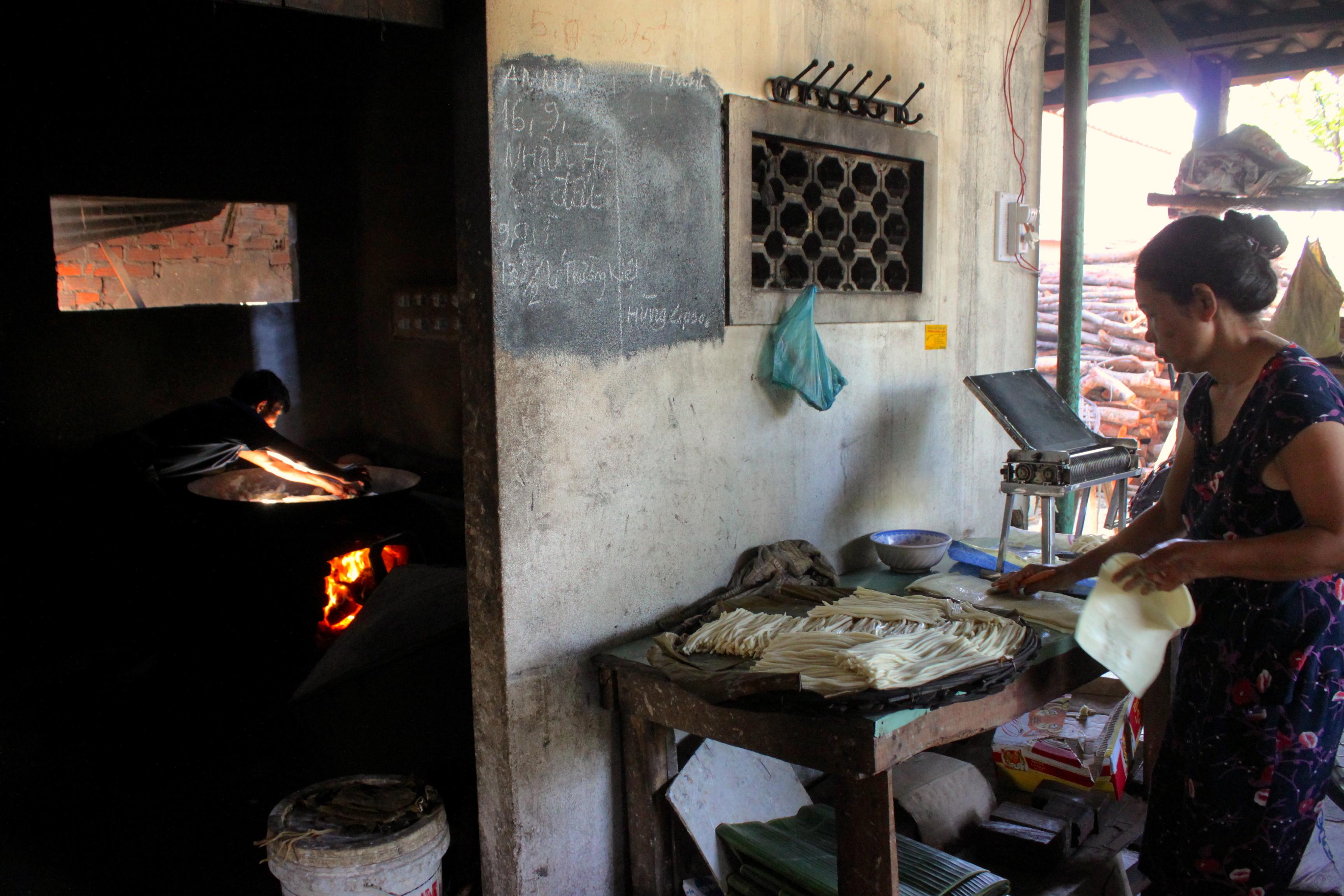 Nelle campagna di Hoi An in bicicletta, laboratorio di noodles fatti a mano