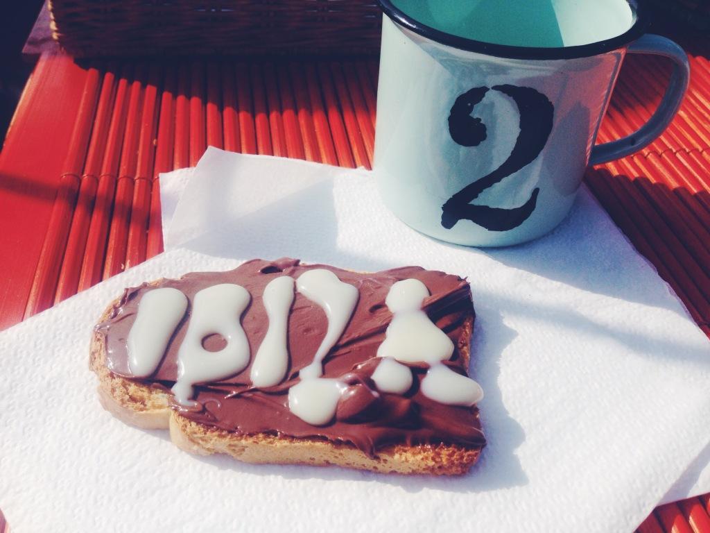 Le colazioni in barca: Nutella + latte condensato, caffè nelle tazzine stupende e mare infinito