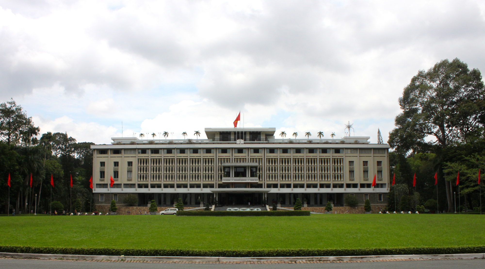 Il Palazzo della Riunificazione, simbolo della fine della guerra