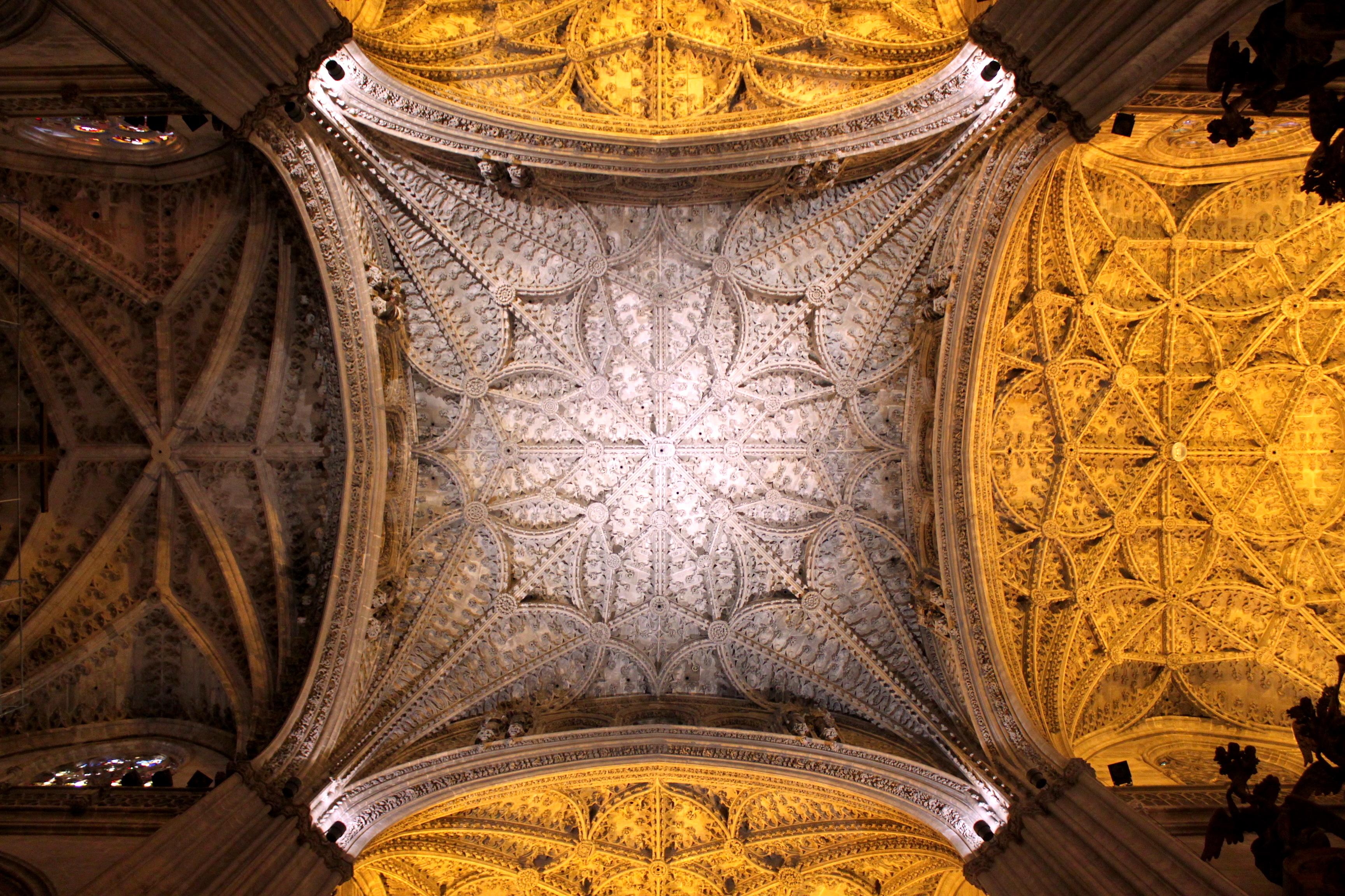 La parte più bella della Cattedrale di Siviglia la potete vedere con il naso all'insù