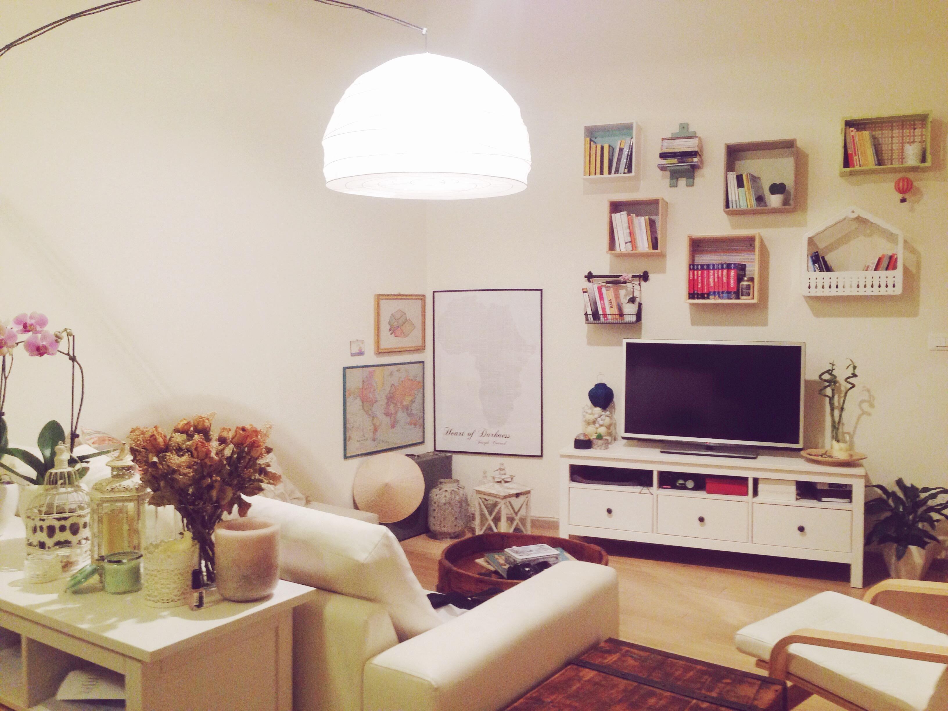 Come creare una libreria originale colorata e personale - Libreria divano ...
