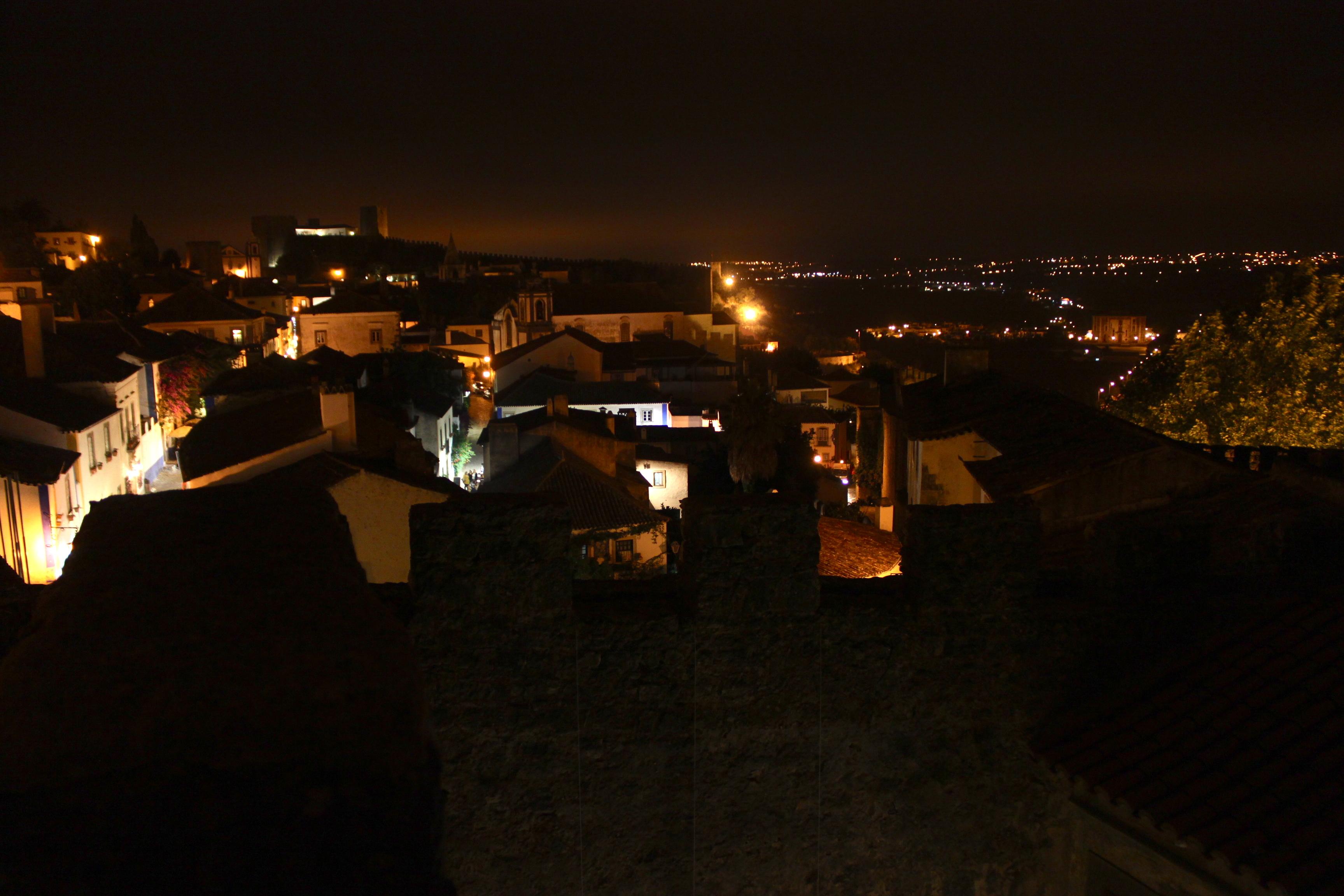 Óbidos di notte, dalla cima delle mura