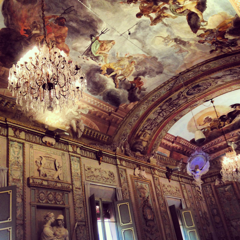Certi soffitti meravigliosi durante certe conferenze soporifere