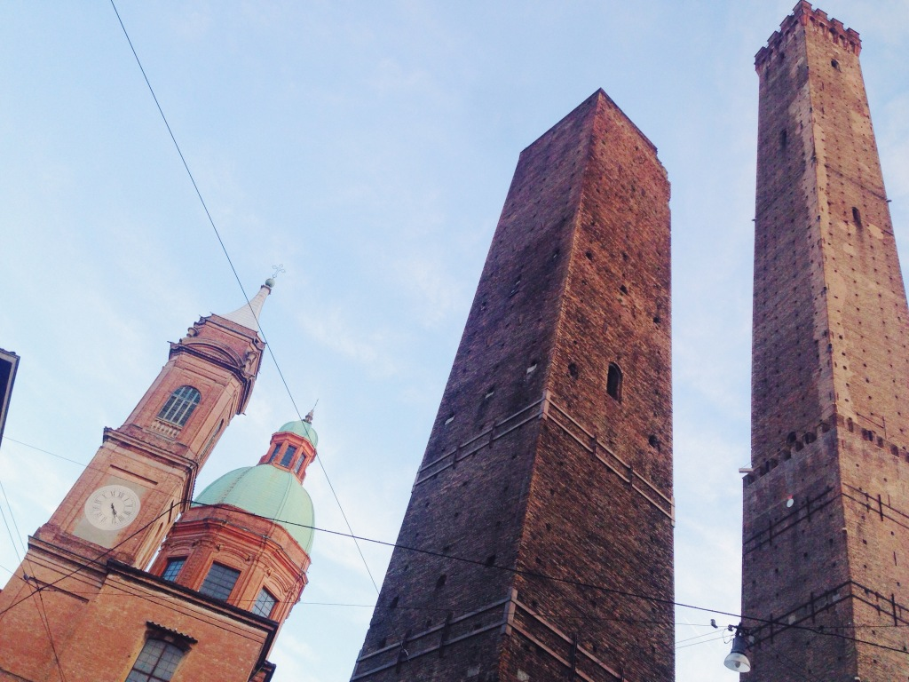 I sette segreti di Bologna - Il vaso in cima alla Torre degli Asinelli